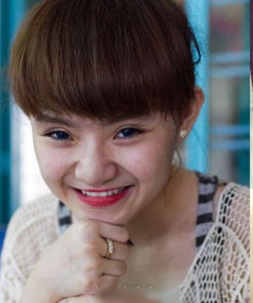 """Không kém chị, em gái Angela Phương Trinh cũng có bờ môi """"ảo thuật"""" - 16"""