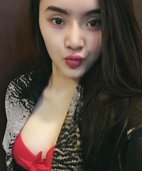 """Không kém chị, em gái Angela Phương Trinh cũng có bờ môi """"ảo thuật"""" - 17"""