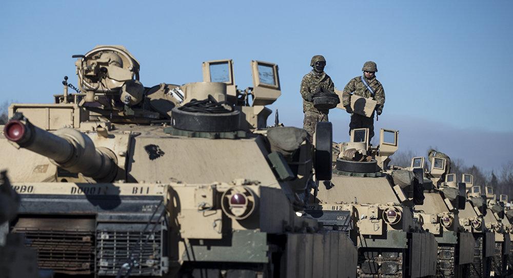 Mỹ đưa hàng trăm xe tăng răn đe 100.000 quân Nga tập trận - ảnh 1