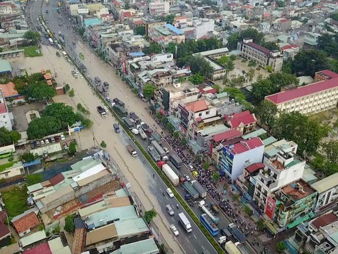 Flycam: Toàn cảnh ngập nước, kẹt xe ở Đồng Nai do ảnh hưởng của bão số 10 - ảnh 1