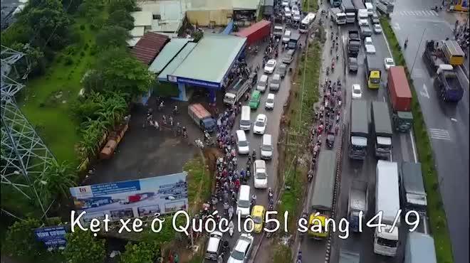 Flycam: Toàn cảnh ngập nước, kẹt xe ở Đồng Nai do ảnh hưởng của bão số 10