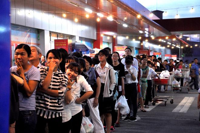 Hơn 20.000 lượt người dân xếp hàng ủng hộ hàng Việt - 2