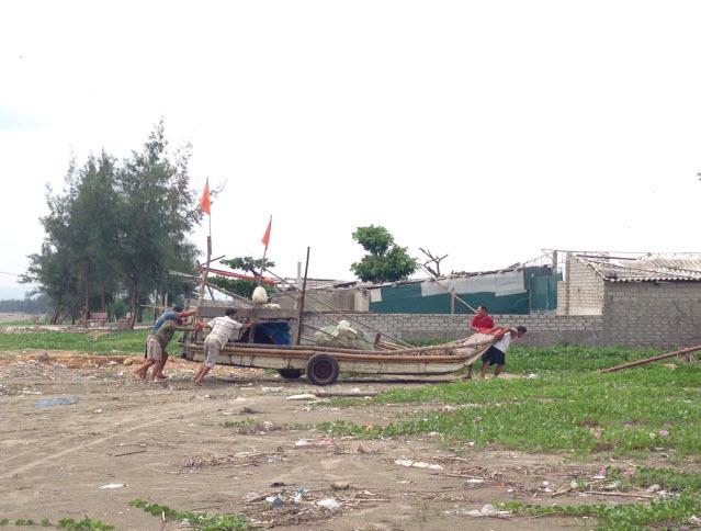 Cận cảnh người dân vùng tâm bão chạy đua với bão số 10 - 9