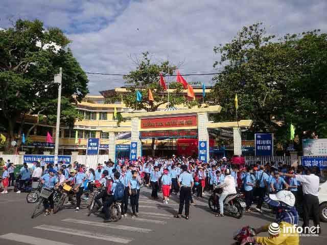 Siêu bão số 10 áp sát đất liền: Toàn bộ học sinh Quảng Trị, Huế nghỉ học - ảnh 1