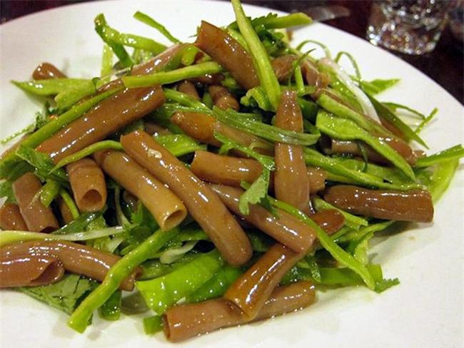 Người ta thường bắt sống chúng về, rửa sạch, thái lát, ăn sống kèm muối và dầu mè hoặc xào chín với rau và các gia vị khác.