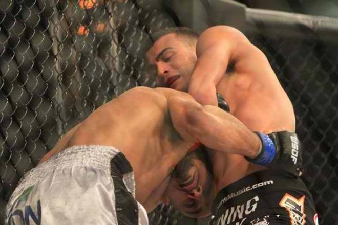 """""""Quái nhân"""" MMA trở lại: Nhà vô địch cụt tay """"đánh bay"""" kẻ lành lặn 2"""