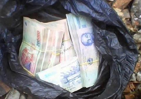Phú Yên: Hai người ném bọc tiền vào nhà phóng viên - 1