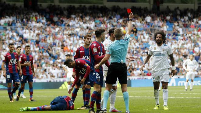 Real Madrid thắng cúp C1 về Liga: Vui ít, lo vẫn rất nhiều - 2
