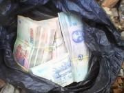 Phú Yên: Hai người ném bọc tiền vào nhà phóng viên