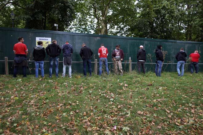 Fan quá khích Cologne làm loạn dọa Arsenal, thành London thất thủ - 7