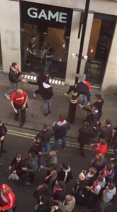 Fan quá khích Cologne làm loạn dọa Arsenal, thành London thất thủ - 3