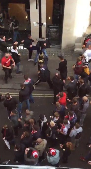 Fan quá khích Cologne làm loạn dọa Arsenal, thành London thất thủ - 4