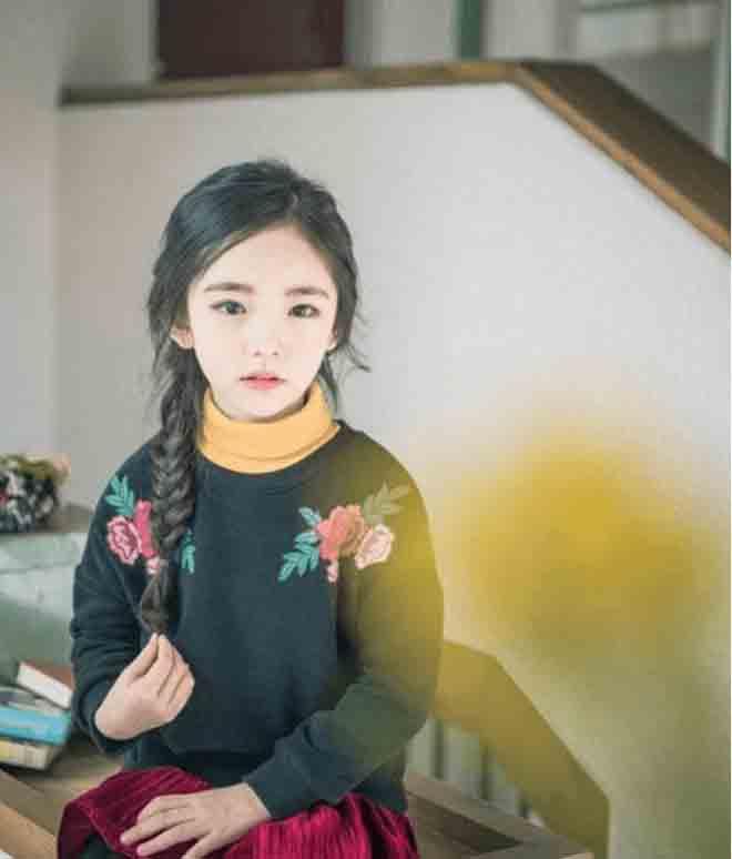 """Chưa học hết cấp 1, các tiểu mỹ nhân Hàn Quốc đã đeo """"mặt giả"""" - 2"""