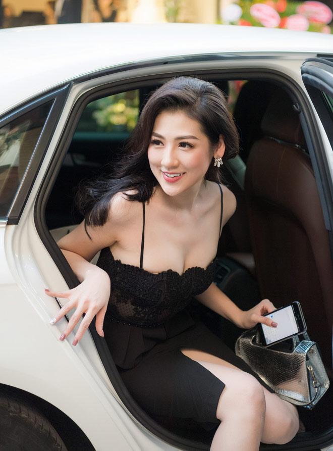"""""""Bạn gái Noo Phước Thịnh"""" khoe nét đầy đặn với 2 dây trễ nải - 2"""