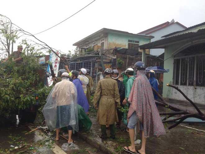 CẬP NHẬT bão số 10 ngày 15/9: Bão sang Lào sau 6 giờ quần thảo miền Trung - 10