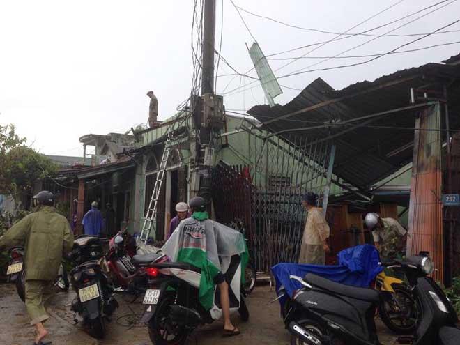 CẬP NHẬT bão số 10 ngày 15/9: Bão sang Lào sau 6 giờ quần thảo miền Trung - 9