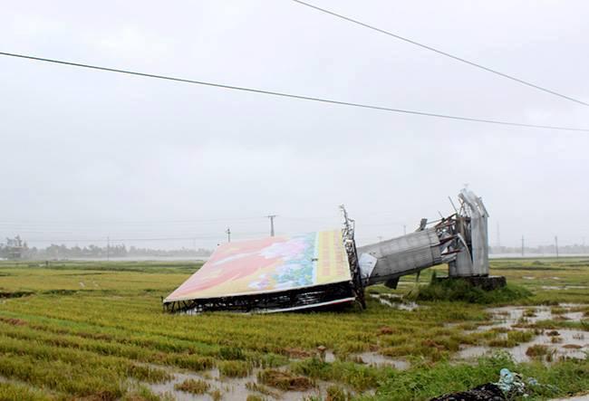 CẬP NHẬT bão số 10 ngày 15/9: Bão sang Lào sau 6 giờ quần thảo miền Trung - 13