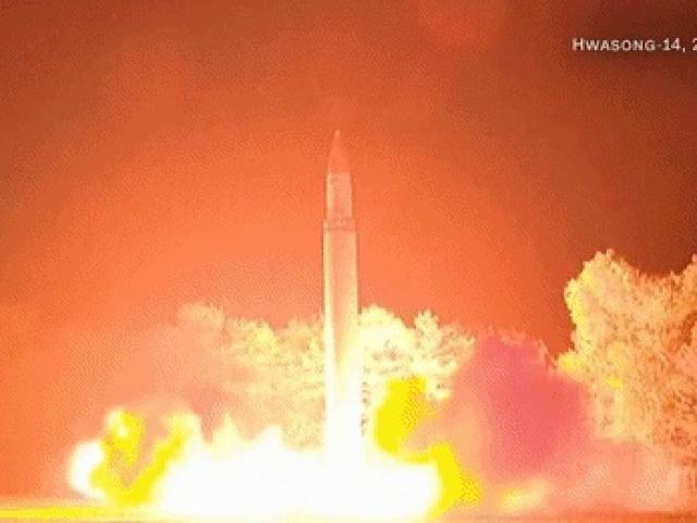Kim Jong-un vỗ tay xem bắn tên lửa bay xa chưa từng thấy - 8