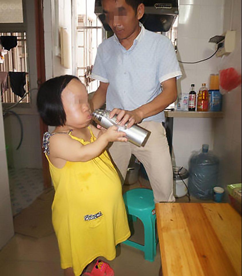 Bất chấp nguy hiểm, cô gái 91cm mang bầu vượt mặt - 9