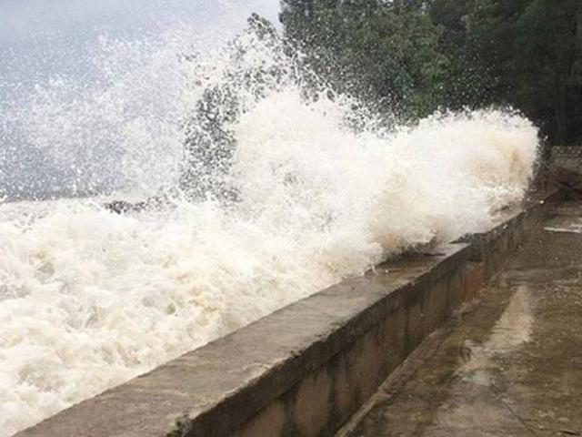 10 thuyền viên Thanh Hóa bị mất liên lạc trong cơn bão số 10 - 3