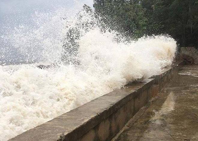 Nghệ An: Nước tràn đê, thủy điện xả lũ, di dời dân khẩn cấp - 1