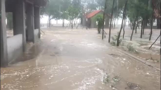 Nghệ An: Nước tràn đê, thủy điện xả lũ, di dời dân khẩn cấp