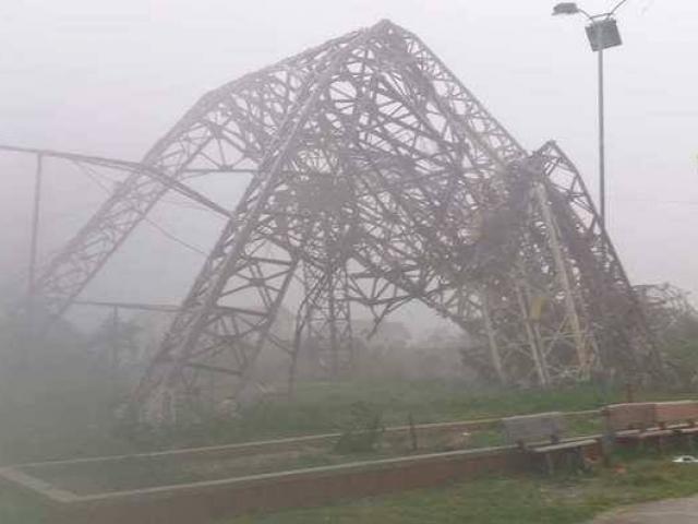 Bản tin thời tiết 15h: Bão số 10 áp sát biên giới Việt-Lào, miền Trung mưa gió điên cuồng - 4