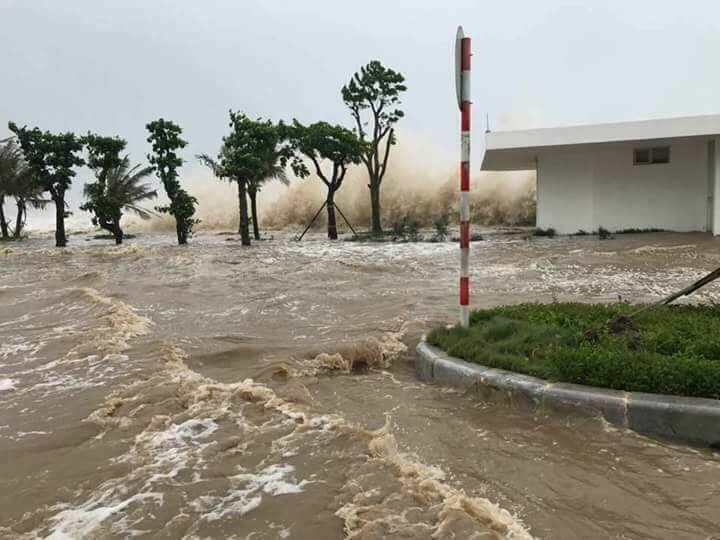CẬP NHẬT bão số 10: Bão đổ bộ, tháp truyền hình cao 100m đổ sập - 3