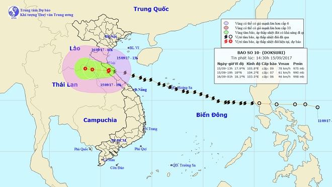 Bản tin thời tiết 15h: Bão số 10 áp sát biên giới Việt-Lào, miền Trung mưa gió điên cuồng - 1