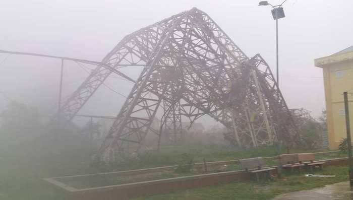 Bản tin thời tiết 15h: Bão số 10 áp sát biên giới Việt-Lào, miền Trung mưa gió điên cuồng - 3