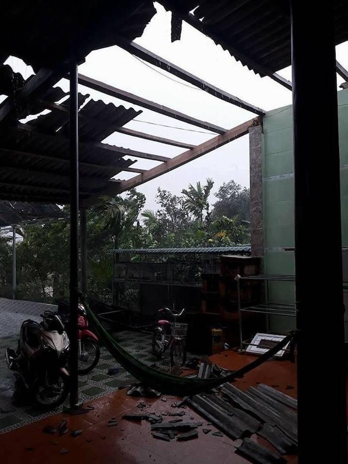 CẬP NHẬT bão số 10: Bão đổ bộ, tháp truyền hình cao 100m đổ sập - 2
