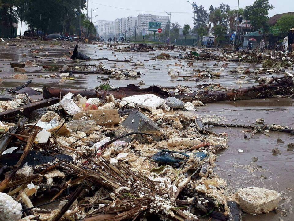 CẬP NHẬT bão số 10 ngày 15/9: Bão sang Lào sau 6 giờ quần thảo miền Trung - 28