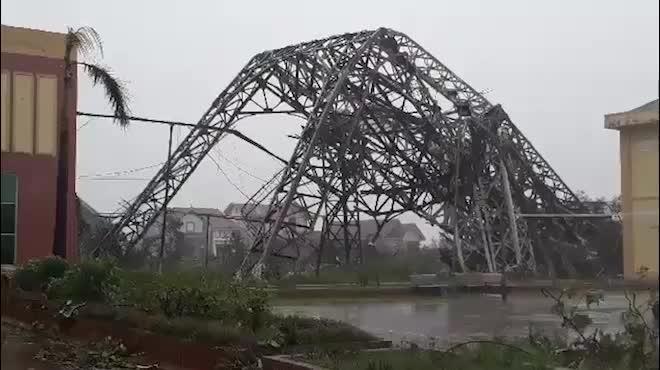 Nhìn lại sức tàn phá khủng khiếp của bão số 10 khi đổ bộ miền Trung