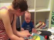 Cậu bé mếu máo đòi mẹ đọc truyện hút triệu lượt xem