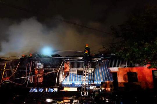 Siêu thị cháy dữ dội trong đêm mưa lớn do bão số 10 - 3