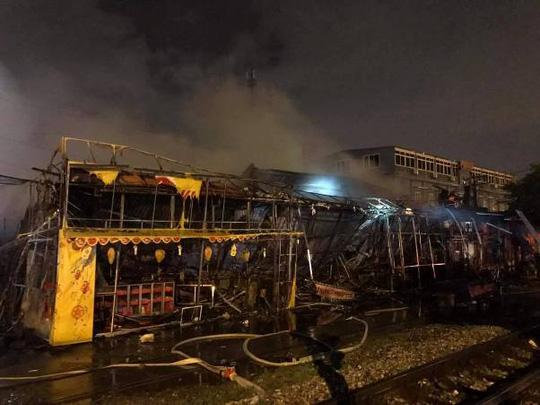 Siêu thị cháy dữ dội trong đêm mưa lớn do bão số 10 - 4