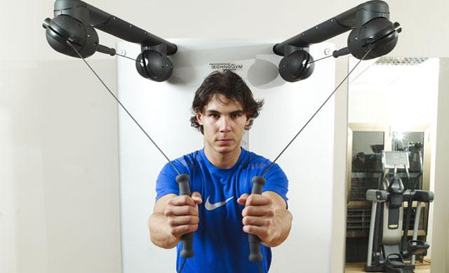"""""""Bò tót làng banh nỉ"""" Nadal lực lưỡng vượt xa Roger Federer - 3"""