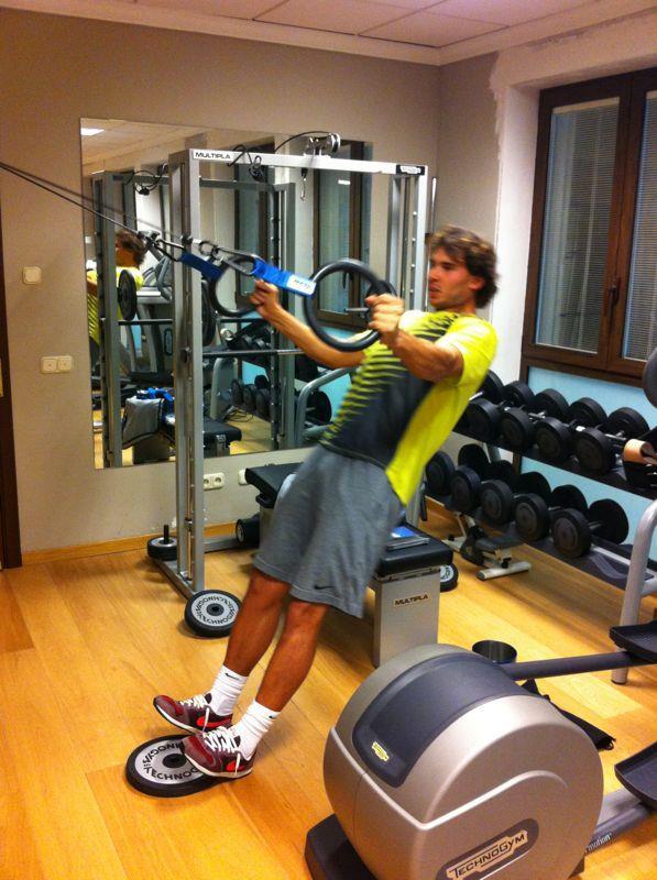 """""""Bò tót làng banh nỉ"""" Nadal lực lưỡng vượt xa Roger Federer - 7"""