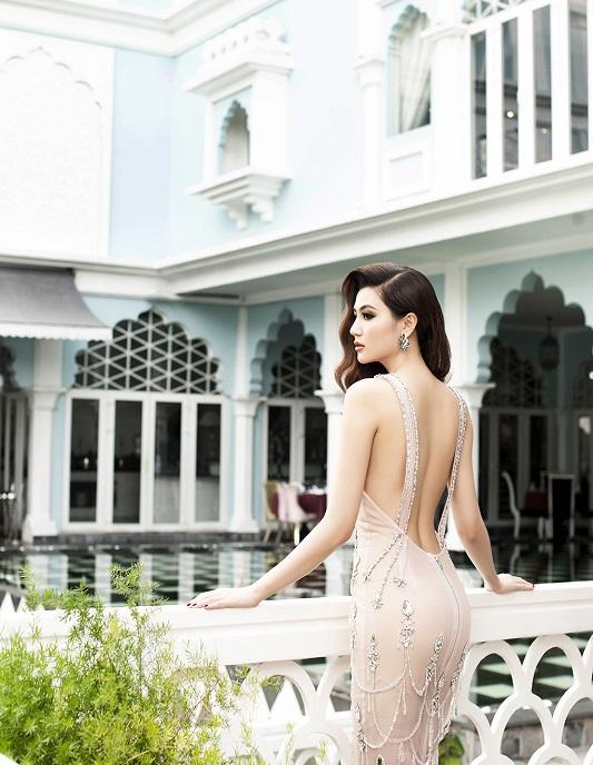 """Váy táo bạo tiết lộ dáng sexy của """"mỹ nữ Vũng Tàu đi xe 70 tỷ"""" - 6"""