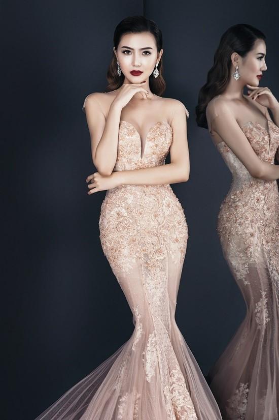 """Váy táo bạo tiết lộ dáng sexy của """"mỹ nữ Vũng Tàu đi xe 70 tỷ"""" - 8"""