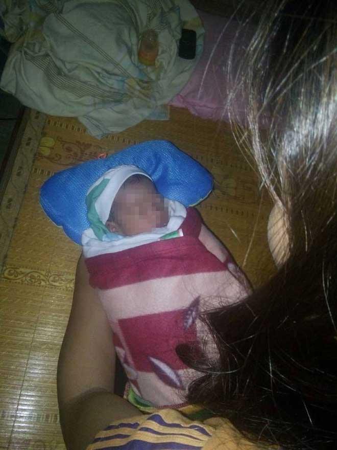 Trong bão số 10, phát hiện bé sơ sinh bị bỏ rơi trên đường - 1
