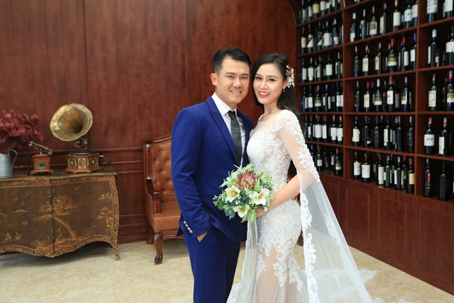 """Sau 2 năm, Vân Quang Long khoe ảnh cưới """"vợ hai"""" kém 10 tuổi - 1"""