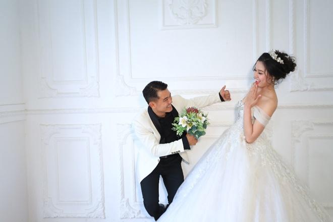 """Sau 2 năm, Vân Quang Long khoe ảnh cưới """"vợ hai"""" kém 10 tuổi - 6"""