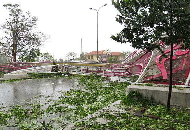 Quặn lòng nhìn miền Trung hoang tàn sau bão số 10 - 1