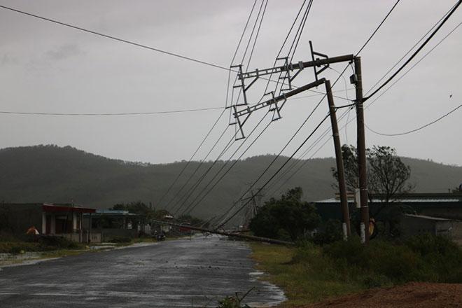 Quặn lòng nhìn miền Trung hoang tàn sau bão số 10 - 3