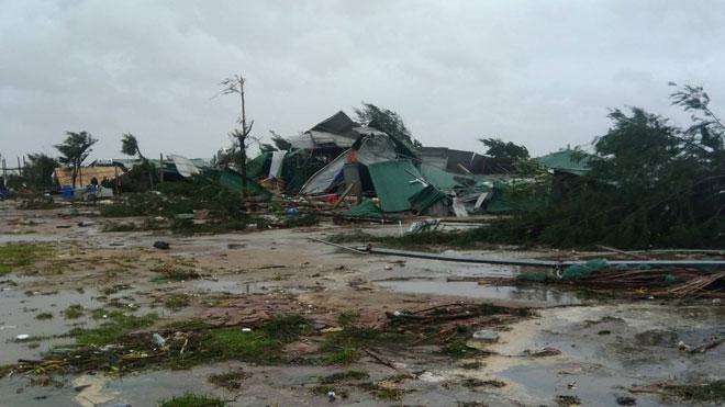 Quặn lòng nhìn miền Trung hoang tàn sau bão số 10 - 9