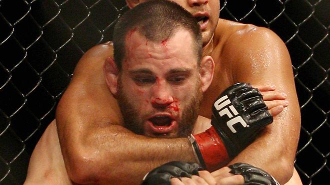 Những scandal chấn động UFC: Nặng hơn 27kg, dính doping lên sàn hại đối thủ 3