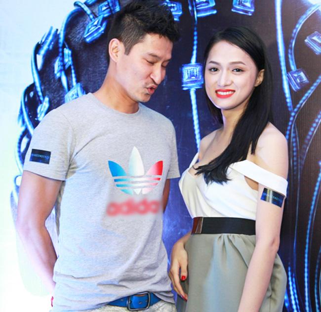 Vòng 1 đẹp, vun cao luôn là điều giúp các mỹ nhân Việt tự tin khi mặc trang phục trễ nải táo bạo. Nhiều người phải dày công tập luyện thể thao để cải thiện số đo. Vậy trong làng giải trí hiện nay, ai đang sở hữu khuôn ngực hoàn mỹ nhất? & nbsp;