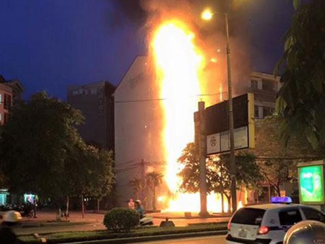 Lời khai bất ngờ của bảo vệ 9X châm lửa đốt ngân hàng - 1