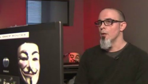 Từ nhân viên tình báo trở thành hacker siêu đẳng của Anonymous - 1